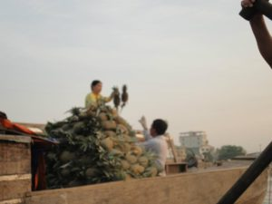 mercado_flotante_vietnam_leer_viajar_y_compartir.jpg